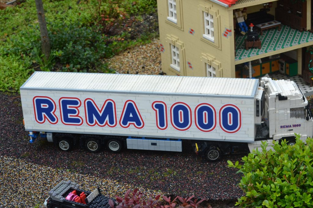 my favorite must visit spot in legoland: seeing my favorite supermarket truck the Rema 1000